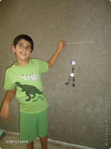 Пятиклассник Маор демонстрирует изготовленную им птицу-марионетку. фото 26