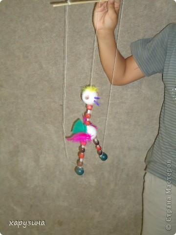 Пятиклассник Маор демонстрирует изготовленную им птицу-марионетку. фото 27