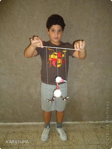 Пятиклассник Маор демонстрирует изготовленную им птицу-марионетку. фото 28