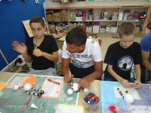 Пятиклассник Маор демонстрирует изготовленную им птицу-марионетку. фото 17
