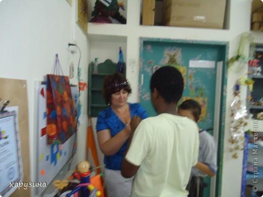 Пятиклассник Маор демонстрирует изготовленную им птицу-марионетку. фото 18