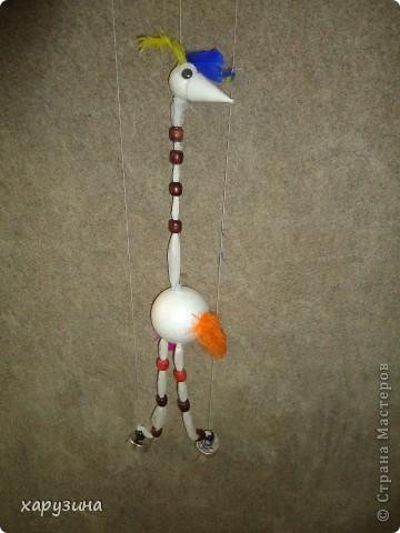 Пятиклассник Маор демонстрирует изготовленную им птицу-марионетку. фото 34