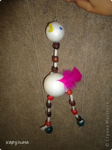 Пятиклассник Маор демонстрирует изготовленную им птицу-марионетку. фото 38