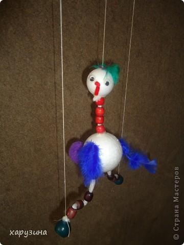 Пятиклассник Маор демонстрирует изготовленную им птицу-марионетку. фото 39