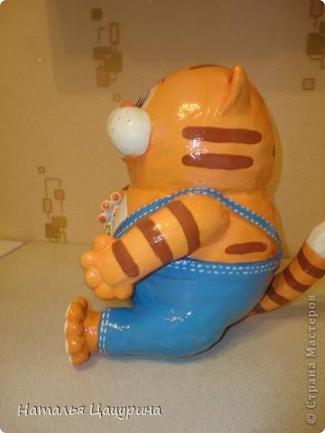 """Котик """"Бубль-Гум"""" - копилка, сделан по мотивам мультфильма """"Возвращение блудного попугая""""....правда,  не знаю на сколько он получился похож на своего одноименного героя...выношу на ваш суд.... фото 3"""