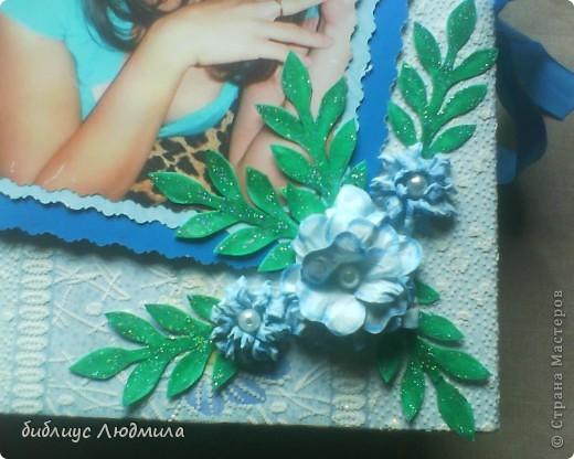 31 июля моей единственной племяннице Юлии исполнится 18 лет. Вот такой подарок мы ей приготовили с сестрой (она бегала по магазинам за клеем и бумагой, бусинками, помогала кое - что вырезать, клеить). Это будет приложением к колечкам. Вот такого подарка она точно не ждет! Завтра с утра я ее заинтригую. Конечно и волшебная коробочка тоже будет! фото 2