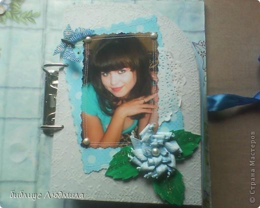 31 июля моей единственной племяннице Юлии исполнится 18 лет. Вот такой подарок мы ей приготовили с сестрой (она бегала по магазинам за клеем и бумагой, бусинками, помогала кое - что вырезать, клеить). Это будет приложением к колечкам. Вот такого подарка она точно не ждет! Завтра с утра я ее заинтригую. Конечно и волшебная коробочка тоже будет! фото 4
