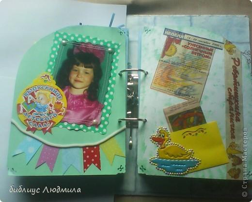 31 июля моей единственной племяннице Юлии исполнится 18 лет. Вот такой подарок мы ей приготовили с сестрой (она бегала по магазинам за клеем и бумагой, бусинками, помогала кое - что вырезать, клеить). Это будет приложением к колечкам. Вот такого подарка она точно не ждет! Завтра с утра я ее заинтригую. Конечно и волшебная коробочка тоже будет! фото 12