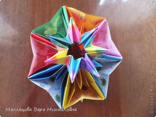Цветок с лепестками - сердечками - прекрасное украшение для самодеятельной поздравительной открытки, которую дарят очень близкому человеку фото 28