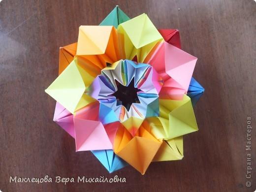Цветок с лепестками - сердечками - прекрасное украшение для самодеятельной поздравительной открытки, которую дарят очень близкому человеку фото 34