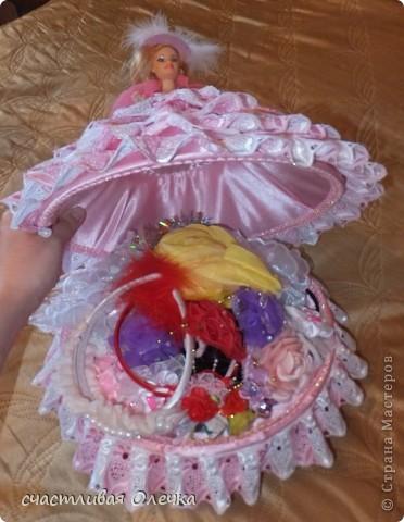 Шкатулка из фарфоровой куклы. Хранительница бижу и дамских заколочек. Или конфетница. Все дело в объеме. Использовала для полости 2 емкости по 2 литра! фото 4
