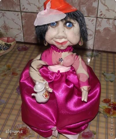 давно не делала кукол все времени нет .Попросили на чайник грелочку и вот какая модница получилась. фото 1
