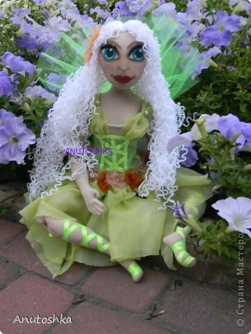 Это моя первая текстильная шарнирная кукла.Зовут ее Фиетта.Она лесная нимфа.Но живет в городе)))) фото 3