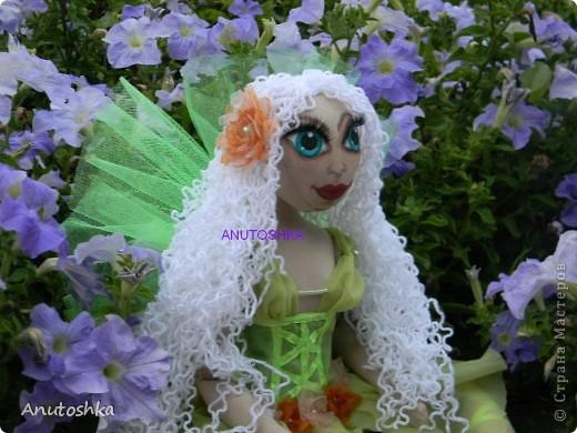 Это моя первая текстильная шарнирная кукла.Зовут ее Фиетта.Она лесная нимфа.Но живет в городе)))) фото 4