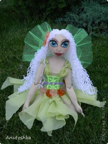 Это моя первая текстильная шарнирная кукла.Зовут ее Фиетта.Она лесная нимфа.Но живет в городе)))) фото 6