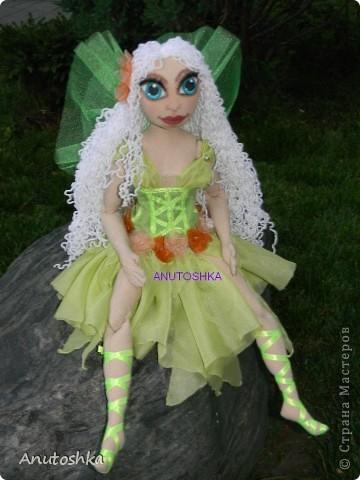 Это моя первая текстильная шарнирная кукла.Зовут ее Фиетта.Она лесная нимфа.Но живет в городе)))) фото 7