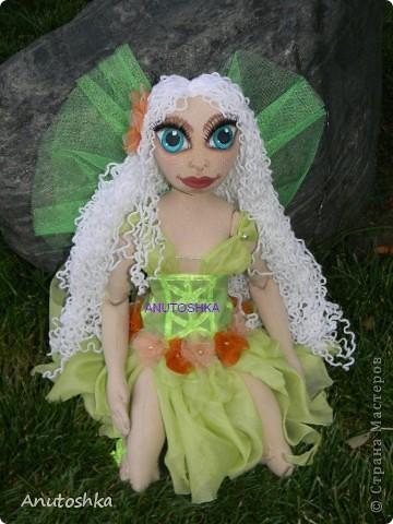 Это моя первая текстильная шарнирная кукла.Зовут ее Фиетта.Она лесная нимфа.Но живет в городе)))) фото 8