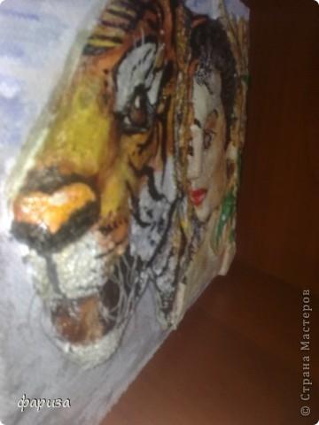Девушка с тигром...Здравствуйте и спасибо что зашли!Эту картину начала было делать еще зимой,оставалось только подкорректировать и покрасить,да все руки не доходили.Вот вспомнила я про нее и решила доделать.Размер картины 35*45. фото 4