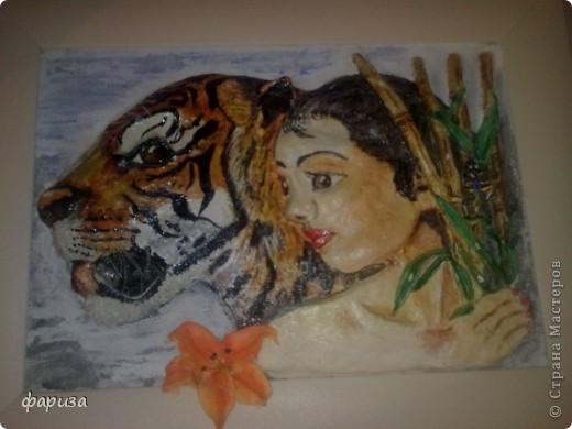 Девушка с тигром...Здравствуйте и спасибо что зашли!Эту картину начала было делать еще зимой,оставалось только подкорректировать и покрасить,да все руки не доходили.Вот вспомнила я про нее и решила доделать.Размер картины 35*45. фото 5