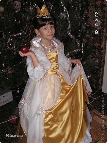 Костюмы для племянницы шьет сестра, помогает ей мама, то-есть бабушка этой принцессы. Костюмы выполнены с нуля, эскиз и исполнения авторские) Поражаюсь, как можно сделать такую красоту!!! фото 1