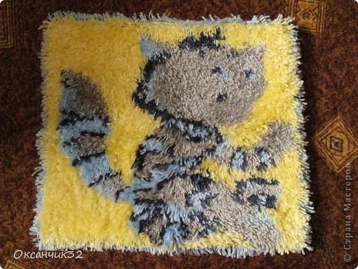 Добрый день всем!!!!Вот освоила новую для себя технику-ковровой вышивки.Начала с малого-коврик для сынули на стульчик,или просто чтобы  посидеть на полу.Размер 40х40 см. фото 5