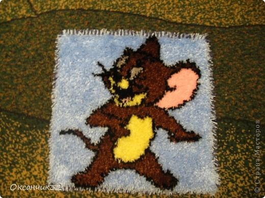 Добрый день всем!!!!Вот освоила новую для себя технику-ковровой вышивки.Начала с малого-коврик для сынули на стульчик,или просто чтобы  посидеть на полу.Размер 40х40 см. фото 1