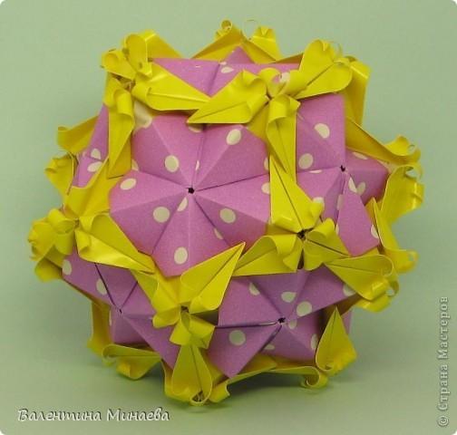 Здравствуйте!  Я не опоздала? Тоже хочется поучаствовать. Floral globe, автор: Томоко Фусе 30 двойных модулей, размер: 9,8 х 4,9 см, итоговый размерчик - 12 см фото 2