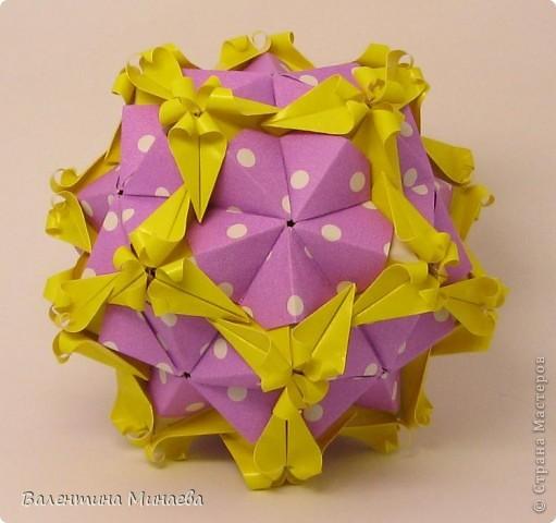 Здравствуйте!  Я не опоздала? Тоже хочется поучаствовать. Floral globe, автор: Томоко Фусе 30 двойных модулей, размер: 9,8 х 4,9 см, итоговый размерчик - 12 см фото 1
