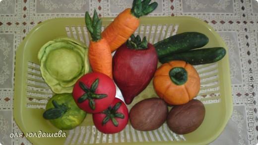 Овощи сделаны из солёного покрашенного теста, после сушки покрывались гуашью , так как побледнели, а затем клей ПВА)))) Воспитатель и дети были поражены)))))