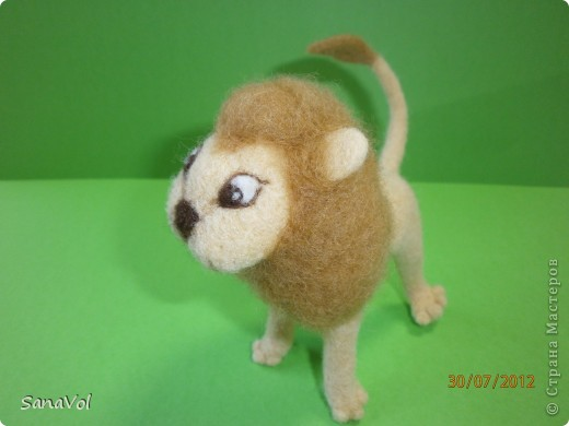 Прошу любить и жаловать - лев Леопольд! Он совсем не грозный, а добрый и славный.  Сделан из натуральной овечьей шерсти методом сухого валяния. фото 4