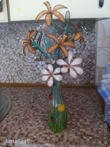 """Всем доброго времени суток и удачных творений! Цветочки сделаны уже давно, стояли по отдельным вазочкам: лилии с лилиями, незабудки с незабудками, """"как будто ромашки"""" с """"как будто ромашками"""", родилась бутылочка - родился сборный букетик. фото 3"""