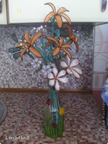 """Всем доброго времени суток и удачных творений! Цветочки сделаны уже давно, стояли по отдельным вазочкам: лилии с лилиями, незабудки с незабудками, """"как будто ромашки"""" с """"как будто ромашками"""", родилась бутылочка - родился сборный букетик. фото 2"""