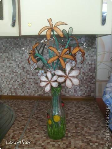 """Всем доброго времени суток и удачных творений! Цветочки сделаны уже давно, стояли по отдельным вазочкам: лилии с лилиями, незабудки с незабудками, """"как будто ромашки"""" с """"как будто ромашками"""", родилась бутылочка - родился сборный букетик. фото 1"""