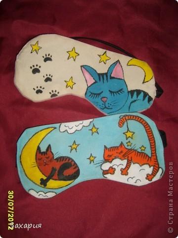 """После зайцев на меня """"напало"""" шитье и пошились эти маски... Коты нарисованы акриловыми красками по ткани..."""