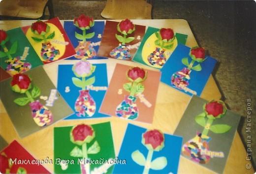 Цветок с лепестками - сердечками - прекрасное украшение для самодеятельной поздравительной открытки, которую дарят очень близкому человеку фото 35