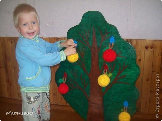 Яблочки были связаны уже давно, для игр детей в детском саду. Решила показать их еще разок специально для конкурса, организованного Еленой Гайдаенко. Яблочек связано 20 штук: 10 красных и 10 желтых. фото 2