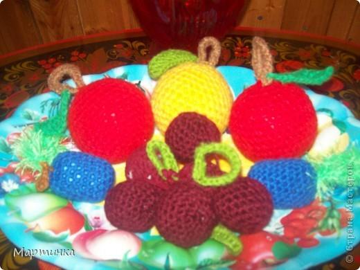 Яблочки были связаны уже давно, для игр детей в детском саду. Решила показать их еще разок специально для конкурса, организованного Еленой Гайдаенко. Яблочек связано 20 штук: 10 красных и 10 желтых. фото 4