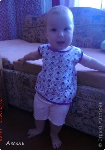 Привет всем))) Сегодня в гардеробе Насти появилась очередная футболочка... На этот раз без рукавов. фото 3