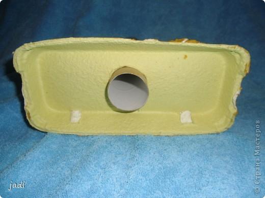 Мы сделали маяк! В ход пошли - коробка из-под яиц,рулон от бумажных полотенец,баночка из-под детского питания,крышечка пластиковая,ну и краски,клей,кисточка,цветной скотч. фото 2