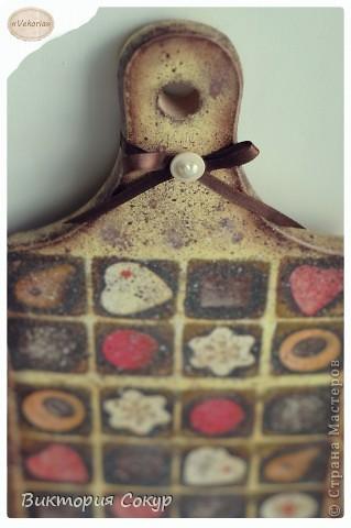 Доска получилась состаренной,как будь то он долго висела в кондитерской,где изготовляют шоколад. фото 2