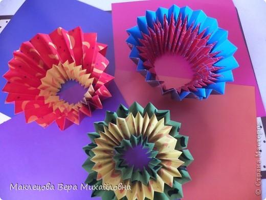 Цветок с лепестками - сердечками - прекрасное украшение для самодеятельной поздравительной открытки, которую дарят очень близкому человеку фото 36