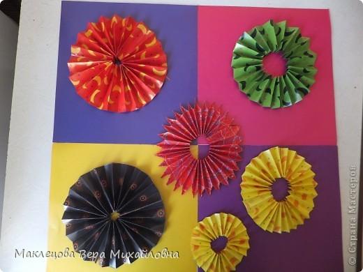 Цветок с лепестками - сердечками - прекрасное украшение для самодеятельной поздравительной открытки, которую дарят очень близкому человеку фото 37