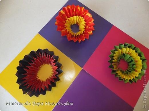 Цветок с лепестками - сердечками - прекрасное украшение для самодеятельной поздравительной открытки, которую дарят очень близкому человеку фото 38