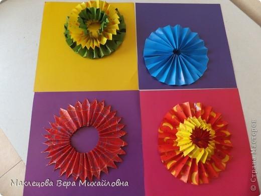 Цветок с лепестками - сердечками - прекрасное украшение для самодеятельной поздравительной открытки, которую дарят очень близкому человеку фото 39