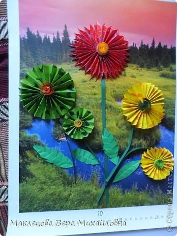 Цветок с лепестками - сердечками - прекрасное украшение для самодеятельной поздравительной открытки, которую дарят очень близкому человеку фото 40