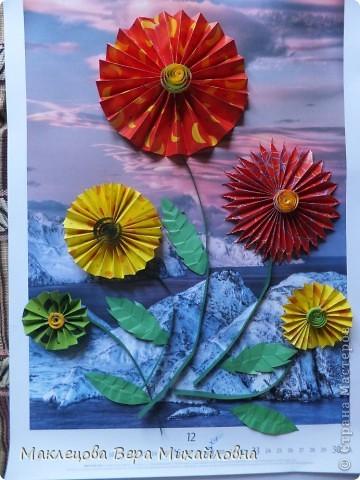 Цветок с лепестками - сердечками - прекрасное украшение для самодеятельной поздравительной открытки, которую дарят очень близкому человеку фото 41