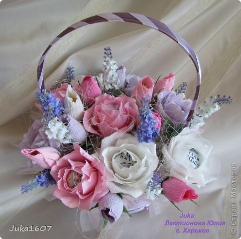 """Здравствуй СТРАНА. У меня начался розовый (от слова роза) период. Сотворила три корзинки. Все с розами. Выставляю на ваш суд, выбирайте кому какая по вкусу. Корзина первая """" Белые розы в зелени"""" фото 4"""