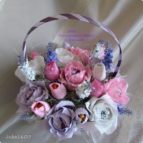 """Здравствуй СТРАНА. У меня начался розовый (от слова роза) период. Сотворила три корзинки. Все с розами. Выставляю на ваш суд, выбирайте кому какая по вкусу. Корзина первая """" Белые розы в зелени"""" фото 5"""