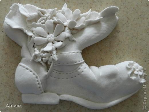 Здравствуйте Дорогие Мастерицы!!! У замечательной мастерицы Юлиа увидела цветущий башмак, восторгу не было предела, ну так он мне понравился, не удержалась и себе слепила. Вот ссылка на её работу http://stranamasterov.ru/node/335848, а ещё там цветущий зонтик, колодец...всё цветёт, прелесть! Спасибо, Юлечка за вдохновение!!! Эти маленькие панно сделала для балкона. фото 11