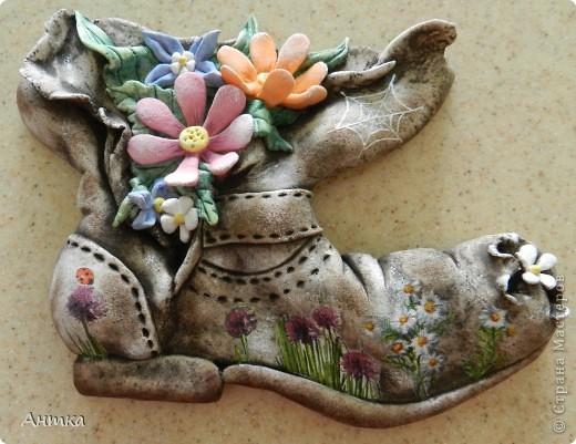 Здравствуйте Дорогие Мастерицы!!! У замечательной мастерицы Юлиа увидела цветущий башмак, восторгу не было предела, ну так он мне понравился, не удержалась и себе слепила. Вот ссылка на её работу http://stranamasterov.ru/node/335848, а ещё там цветущий зонтик, колодец...всё цветёт, прелесть! Спасибо, Юлечка за вдохновение!!! Эти маленькие панно сделала для балкона. фото 1